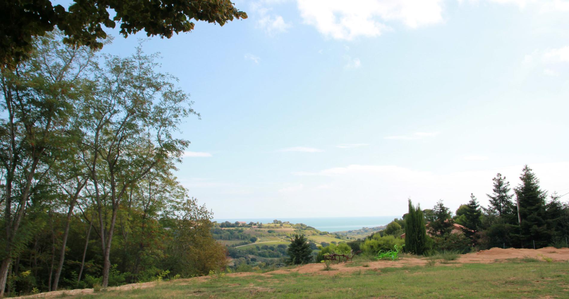 Il panorama da Poggio Imperiale Country House nelle Marche